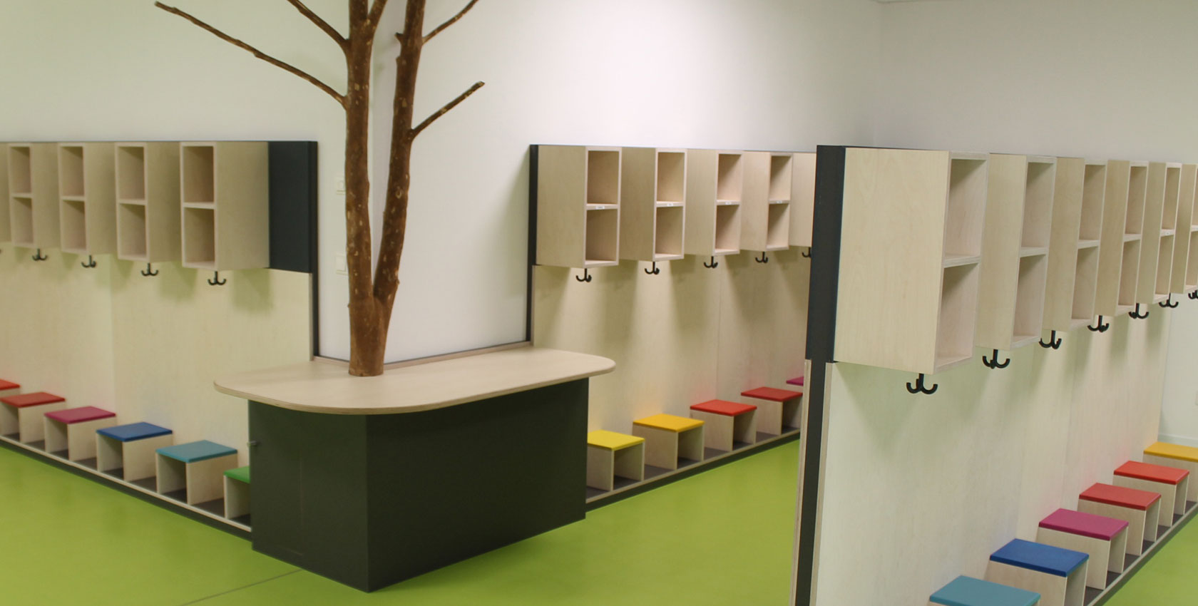 Kinderkrippe in goldkronach schreinerei schels for Garderobe kindergarten